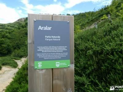 Aralar y Valle de Arakil -viajes turismo activo senderismo por libre power walking madrid senderismo